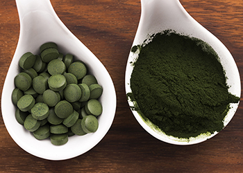 Dr. Dietrich Klinghardt from the University of Geneva recommends an intensive regime of chlorella following a vaccination